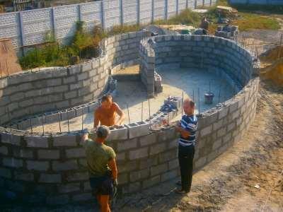 Бассейн своими руками бетоном видео