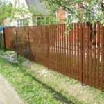 Как построить забор из штакетника?