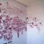 Возможность сделать комнату оригинальной благодаря способу росписи на стенах