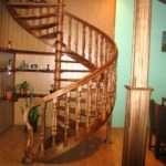 Ключевые особенности конструкции и материала деревянных лестниц