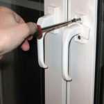 Как самостоятельно произвести замену ручки металлопластикового окна