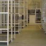 Металлические полочные стеллажи – отличное решение для современного склада