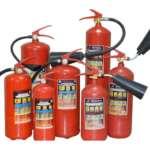 Порошковый огнетушитель для ликвидации пожара