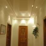 Красивые натяжные потолки для коридора