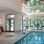Монтаж композитных бассейнов внутри помещения.