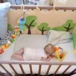 Различные товары для кроватки малышей