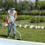 Электрическая мотокоса – экологичный помощник в саду