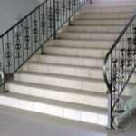 Положительные характеристики металлических перил для лестниц