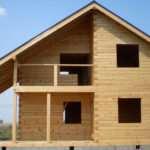 Характеристики и преимущества домов из профилированного бруса