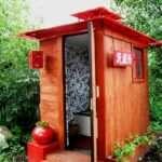 Постройка уличного туалета