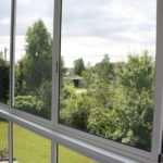 Пластиковые или алюминиевые балконные рамы: чему отдать предпочтение?