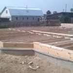 Из каких материалов создается фундамент зданий