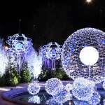 Широкое разнообразие световых новогодних инсталляций