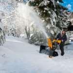 Бензиновые снегоуборщики – преимущества над электрическими аналогами