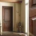 Какими преимуществами обладают двери из массива дерева?