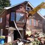 Как происходит снос дачных домов?
