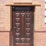 Входные двери с терморазрывом для дома: свойства сохранения тепла