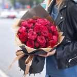 Букет роз — неустаревающая классика подарка женщине