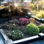 В чем выгода заказа услуги уборки могилы на кладбище?