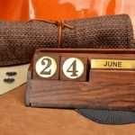 Настольный деревянный календарь как элемент декора