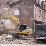 Как проводится демонтаж жилых домов