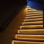 Лестница с подсветкой ступеней — стиль и практичность