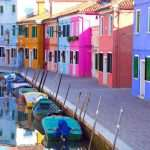 Множество положительных особенностей акриловых фасадных красок