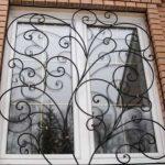 Лучшее решение защиты: кованые решетки на окна
