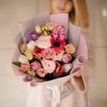 Основные поводы для вручения букета цветов